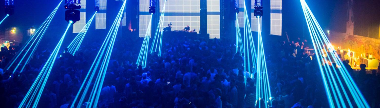Ein starkes Soundsystem mit Bass dass die Wände wakeln dazu eine geniale Lasershow, Lichteffekte und Strobe. Die Beleuchtung für die besten Party's bei USL Veranstaltungstechnik. Lassen Sie sich vom professionellen Team überzeugen und feiern Sie Ihre Party mit USL Veranstaltungstechnik. Licht / Musikanlage / Lasershow und Strobe / Pioneer Mischpult / DJ Pult / Professionel Club Equipment