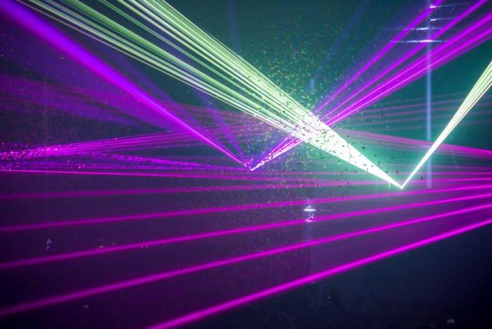 Konfetti uns Lasershow für Ihren Event. Grossartige Lichteffekte für beste Stimmung
