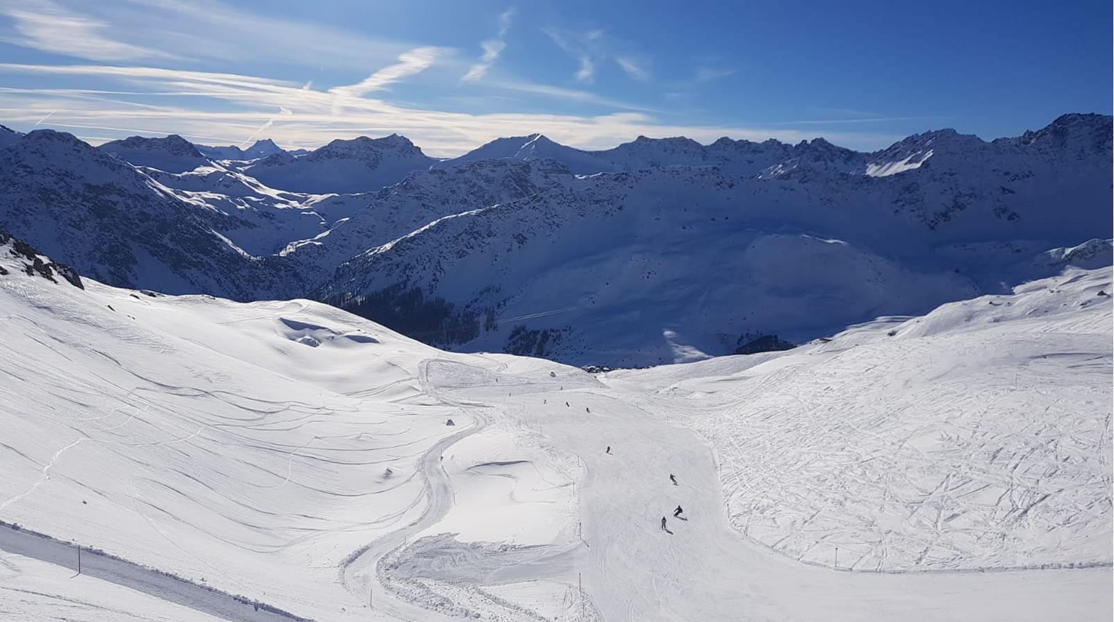 Bei perfekten Skiwetter mitten auf der Piste für Arosa Tourismus. USL Veranstaltungtechni unterwegs