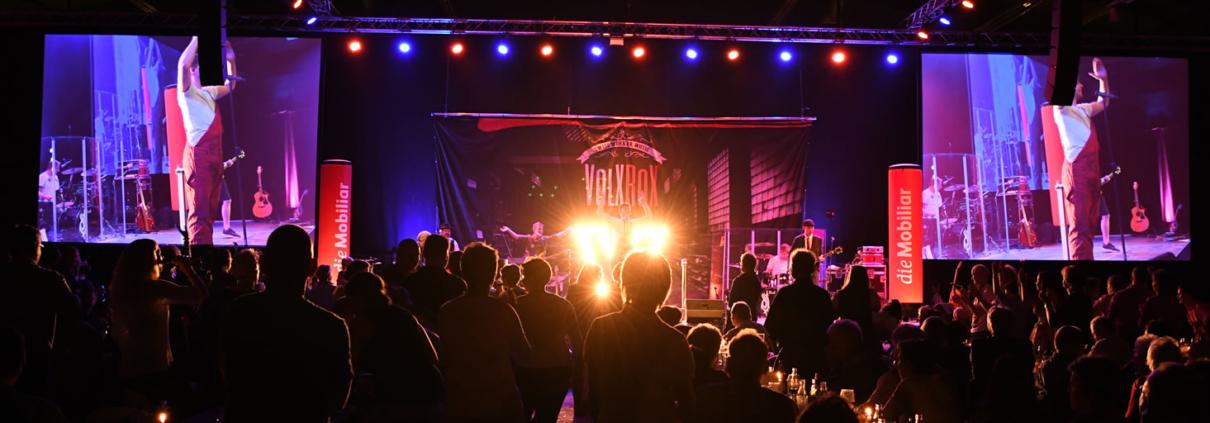 Licht, Ton, Bühne und das passende Mikrofon. USL Veranstaltungstechnik hilft, Ihren Event zu realisieren