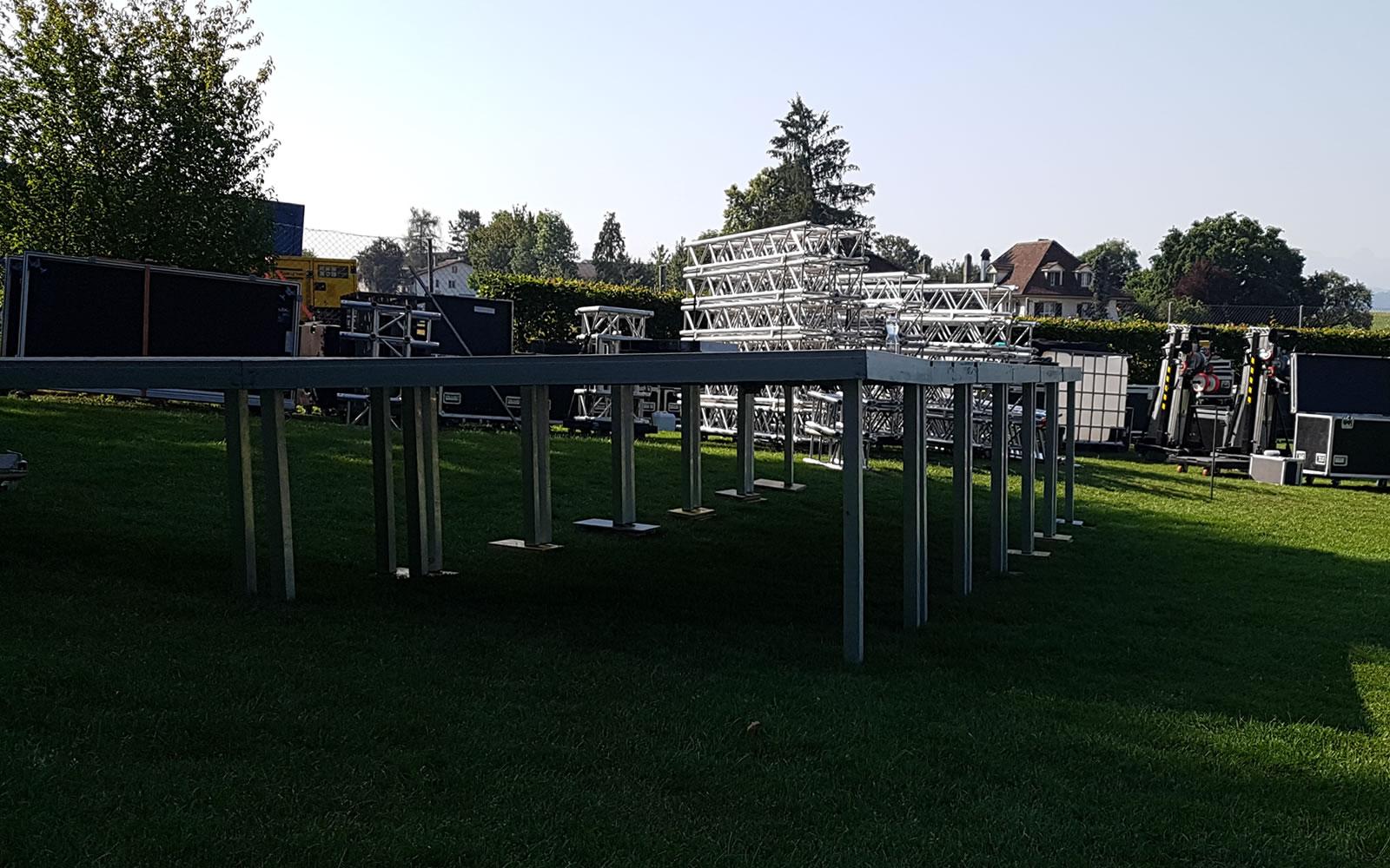 Eventbühnen für drinnen und draussen. Outdoor Bühnen bei USL Veranstaltungstechnik