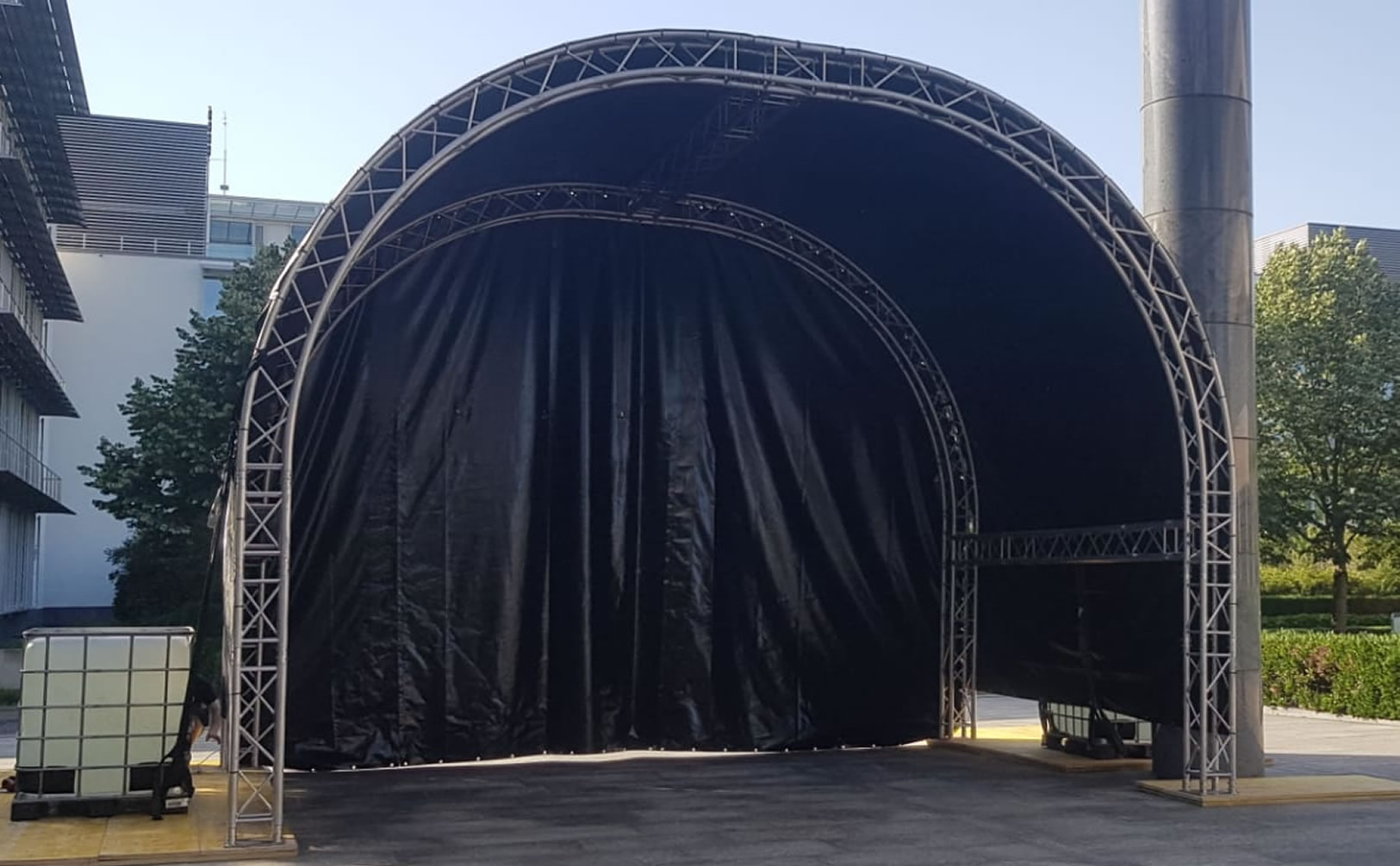 Outdoor Bühnen und Zelte für Ihr Sommerfest. Events mit USL Veranstaltungstechnik