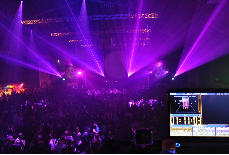 Beleuchtung für jeden Anlass. Wir von USL Veranstaltungstechnik sind die Profis für Licht und Ton